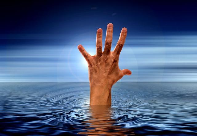 ruka z vody