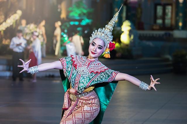 asijská tanečnice.jpg